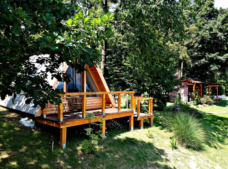 Holiday Home and Glamping Bitoševje with tennis court, Croatia, Trakošćan,, casa vacanza a Donje Makojisce