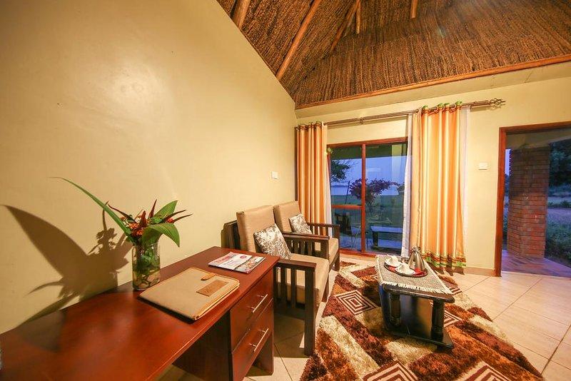 TRIPLE ROOM (Bedroom 4), location de vacances à Bugala Island