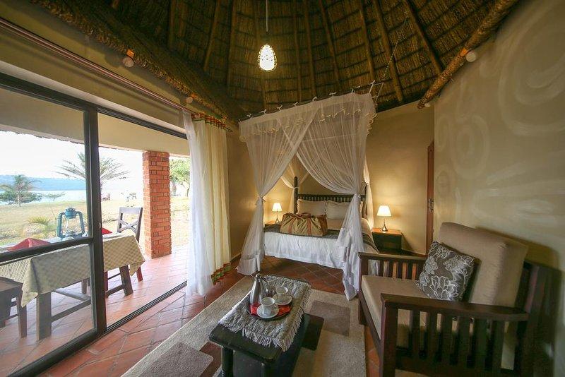 TRIPLE ROOM (Bedroom 3), location de vacances à Bugala Island