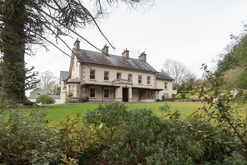 Banoge House - Beautiful 18th century stately home, holiday rental in Loughbrickland