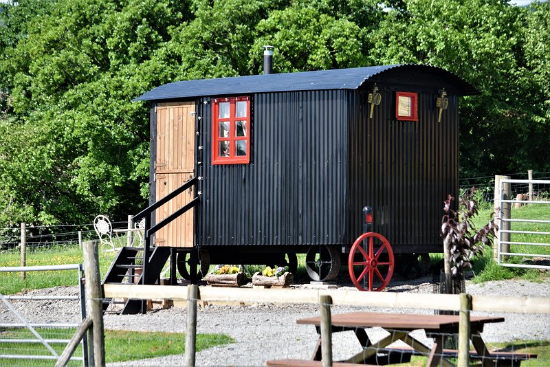 Meadow Shepherds hut, casa vacanza a Llanwrthwl