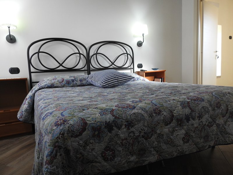 Canera Malvasia with a first-century brass double bed, bathroom, and accessories