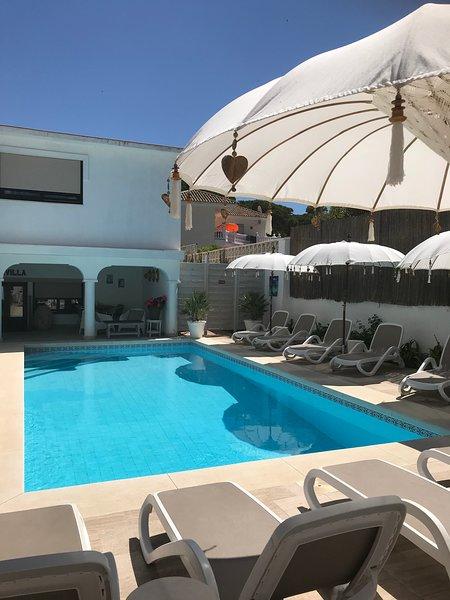 Casa Holandaluzas Apartments with pool naar the Beach!!, casa vacanza a Elviria
