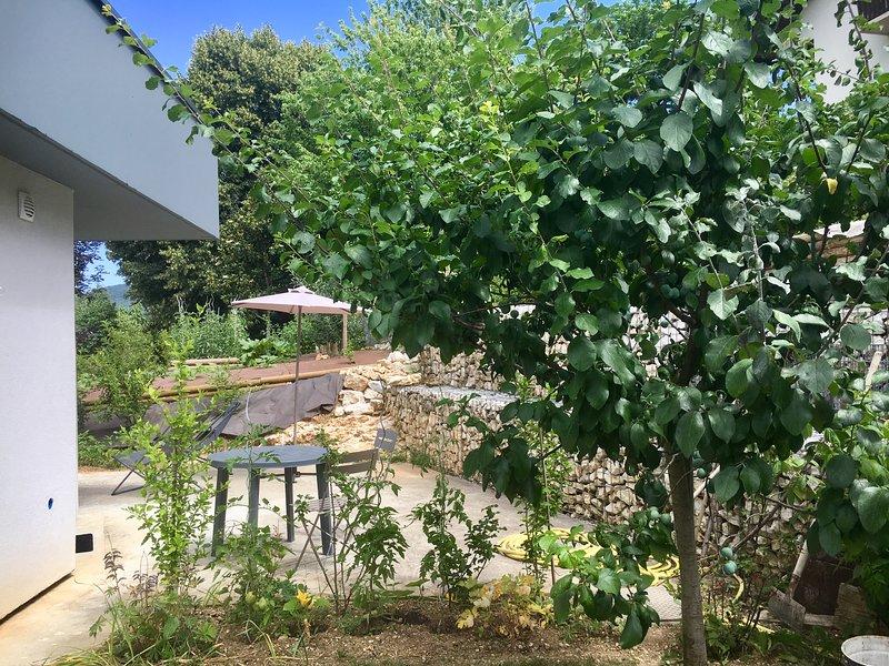 Terrasse dans la verdure