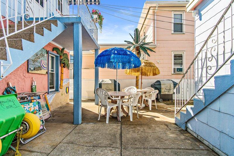 Shared Court yard, för dig strand grejer, 2 grillgrillar, och bord och stolar. Utesluten dusch