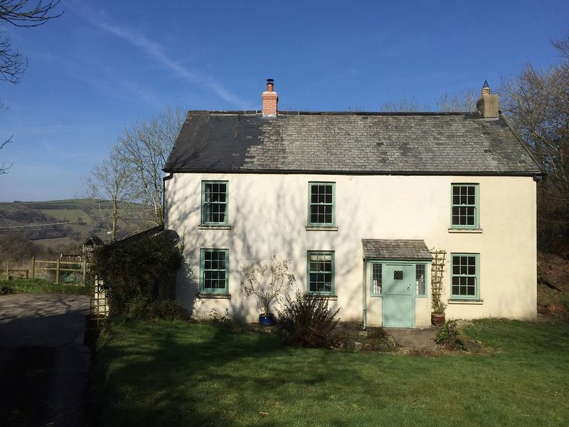 East Hill Cottage, Parracombe - Characterful cottage with Hot Tub in Exmoor, vacation rental in Parracombe