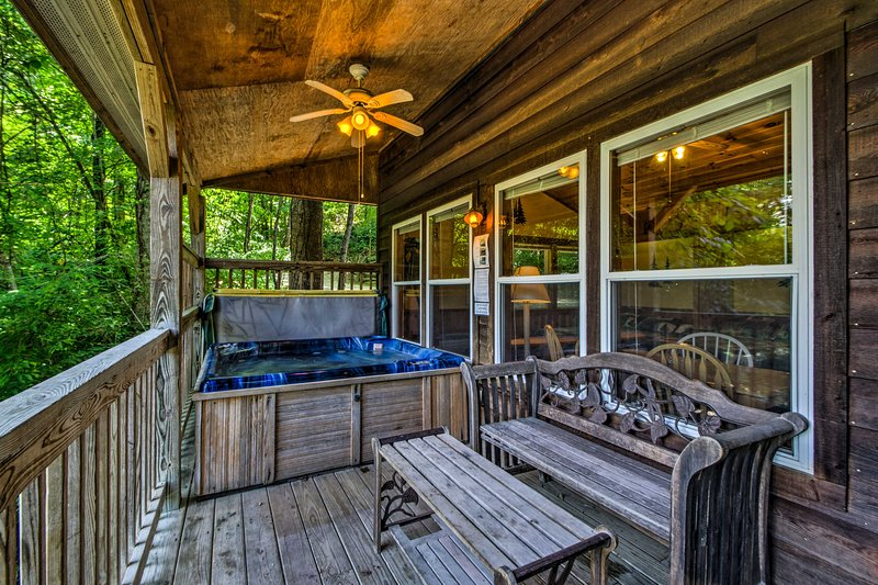 This cabin comfortably sleeps 6 travelers who've spent the day on the trails.