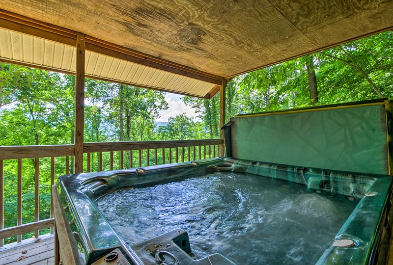 Let you worries fade away as you stay at 'Bear Den,' a vacation rental cabin!