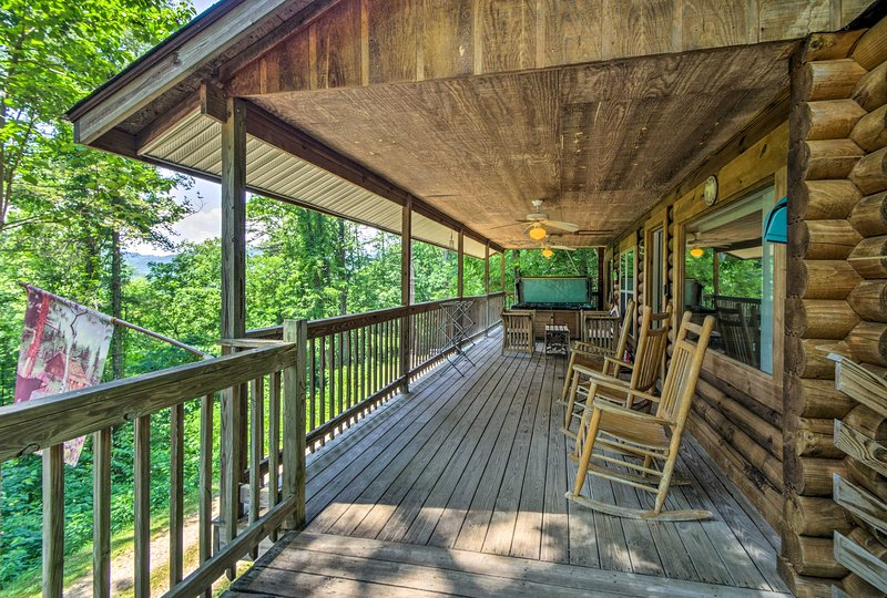 You'll never tire of those Smoky Mountain views from the front porch.