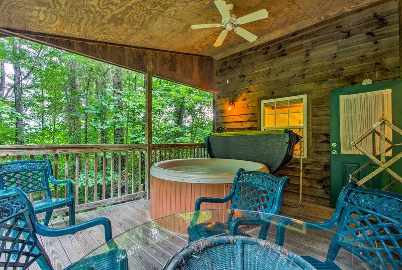 Bryson City 'Gone Biking' Cabin w/Porch & Spa, holiday rental in Nantahala Township