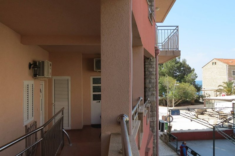Oaza apartment Red, holiday rental in Petrovac