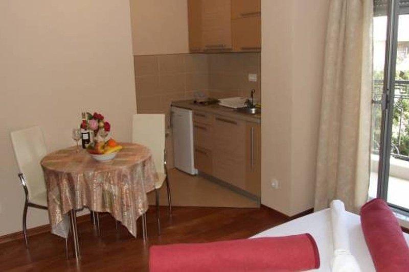Apartments Oaza 2-Studio 1/2+1 nr.3, vacation rental in Petrovac