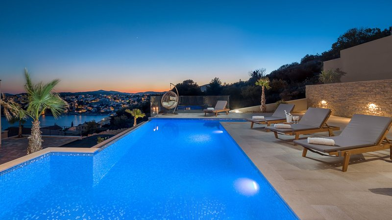 Luxury Villa White Pearl with Pool, vacation rental in Ciovo Island