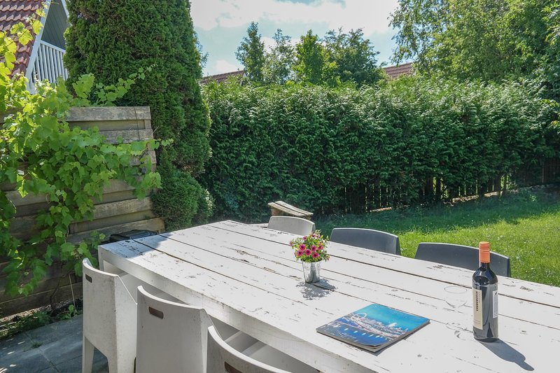 6pers House Olivia with a private garden close to the National Park Lauwersmeer, Ferienwohnung in Anjum