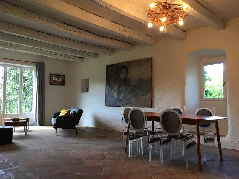 Cahors, une maison pleine de vie, une maison pleine d'envie ..., Ferienwohnung in Cahors