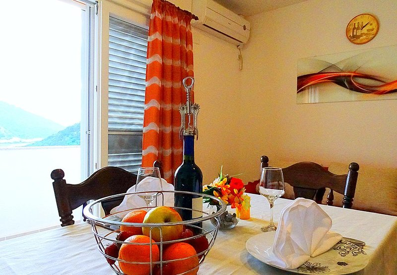 Lastovo Apartment Sleeps 6 with Air Con - 5471252, holiday rental in Zaklopatica