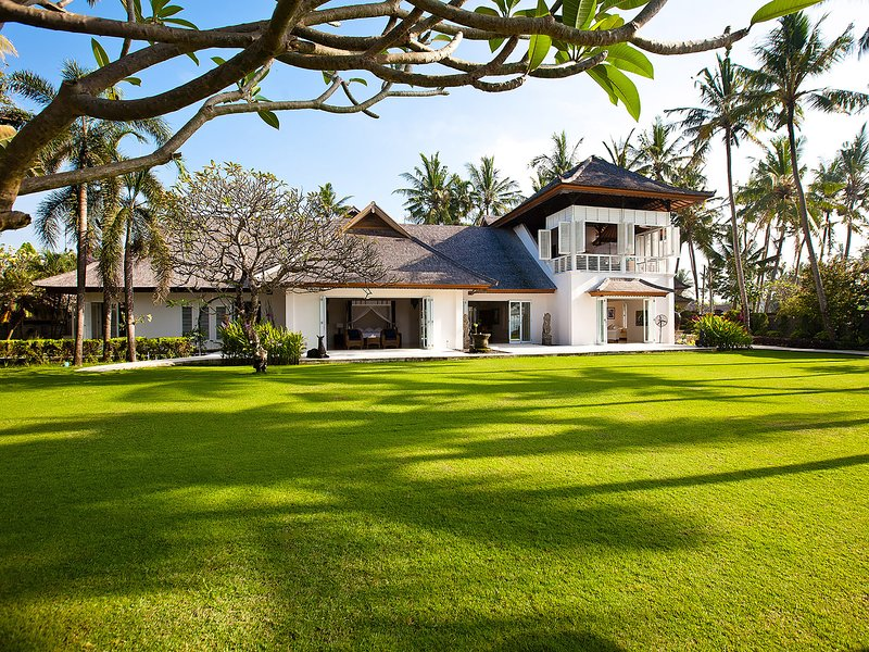 Villa Puri Nirwana, 6BR, Ketewel, vacation rental in Keramas