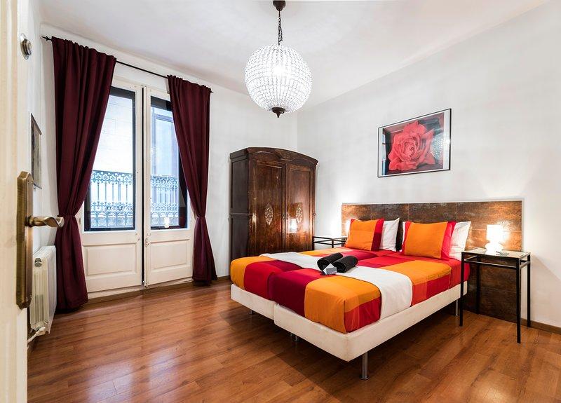 Luxury apartment near Las Ramblas, vacation rental in Barcelona