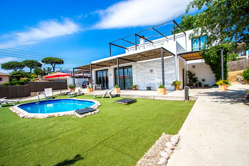 Catalunya Casas: Serene villa in Sils, 20 km to Costa Brava beaches!, holiday rental in Brunyola