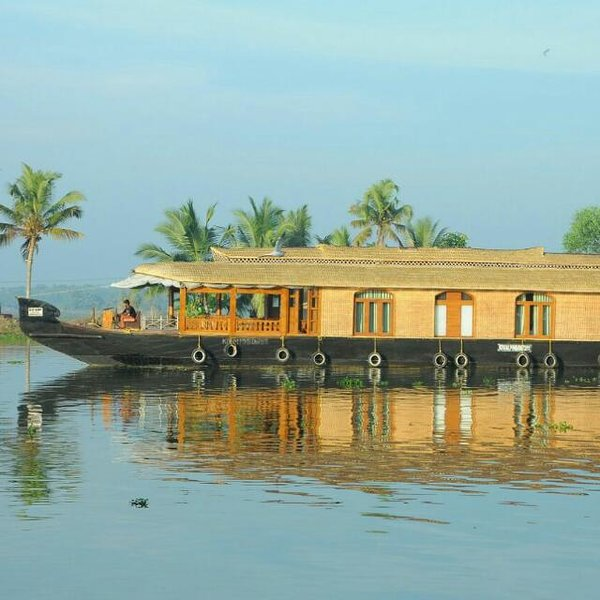 2 bedrooms Blueberry Houseboat - Relax and refresh your soul in the backwaters, alquiler vacacional en Alappuzha District