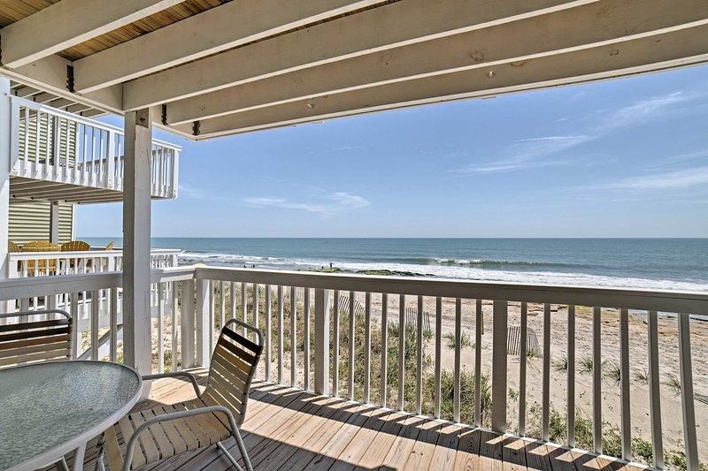 Vistas à beira-mar estão chamando seu nome neste condomínio de férias.