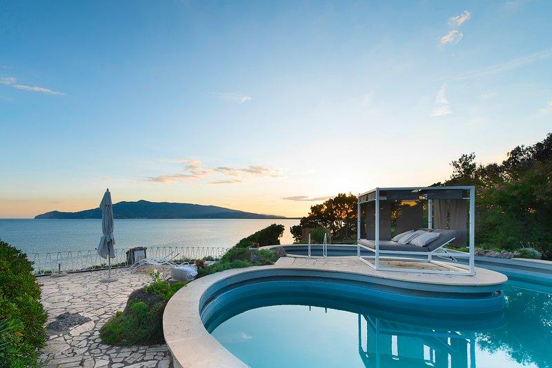 Mare degli Angeli, Splendid Mediterranean Seaside Villa, Gardens, Pool, Almost H, casa vacanza a Orbetello