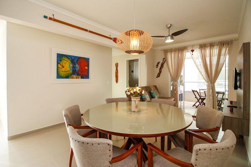Lindo Apartamento 2 Dormitórios na praia de Bombas, holiday rental in Bombinhas