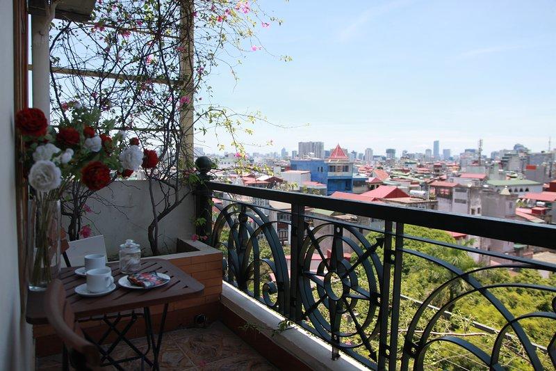 Sehen Sie die Stadt vom Balkon aus