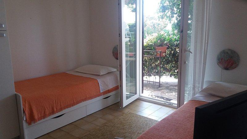 Olive Tree Garden Studio Apartment BM1, alquiler vacacional en Portoroz