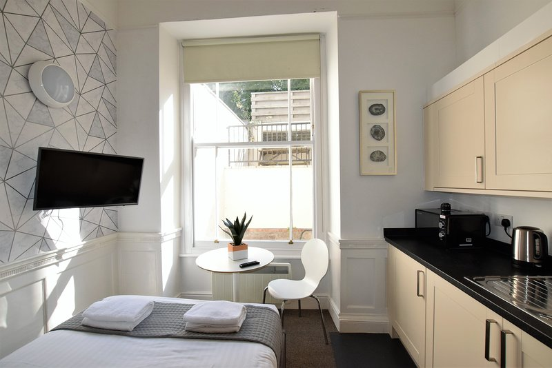 Berkeley Sq Pads 6 - yourapartment, holiday rental in Dundry