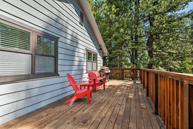 Du kommer att älska skogens syn på detta 3 sovrum, 3-bad hem.