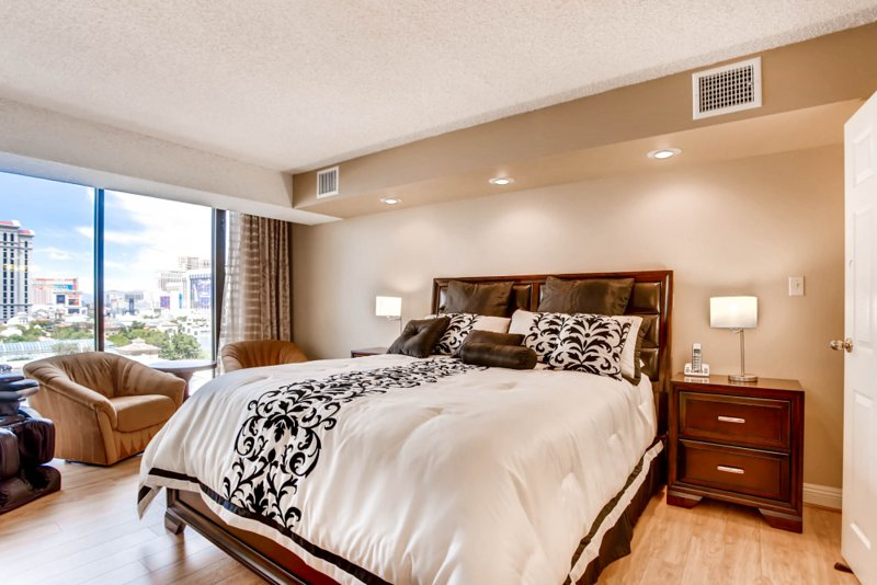 UPDATED 2020 - ON THE STRIP! | 1 Bedroom Luxury Penthouse ...