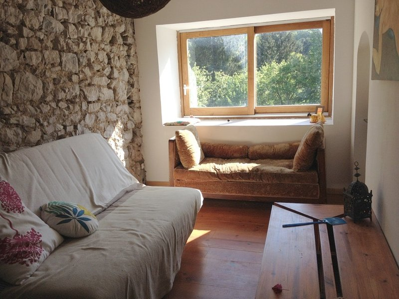 Beautiful house with mountain view, vacation rental in Rivel