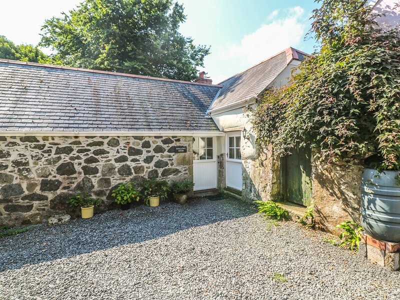 SWALLOWS, barn conversion, rural location, all ground floor, off road parking, location de vacances à St Keverne