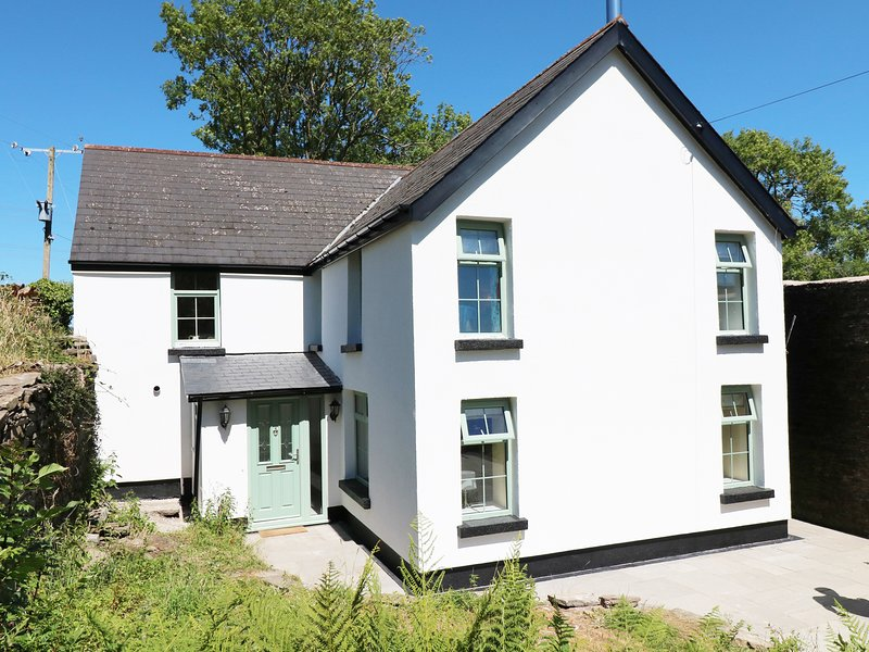 TY FFARM AT GELLILWCH, valley views, near Pontypridd, holiday rental in Merthyr Vale