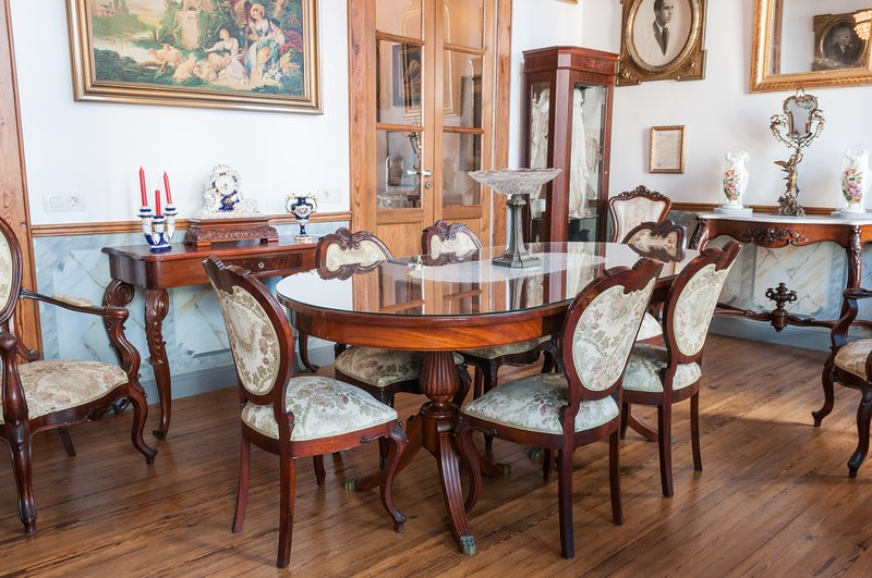 1930 stately dining room