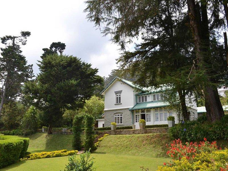 Overlooking The City Of Nuwara Eliya and The Single Tree Mountain, vacation rental in Nuwara Eliya