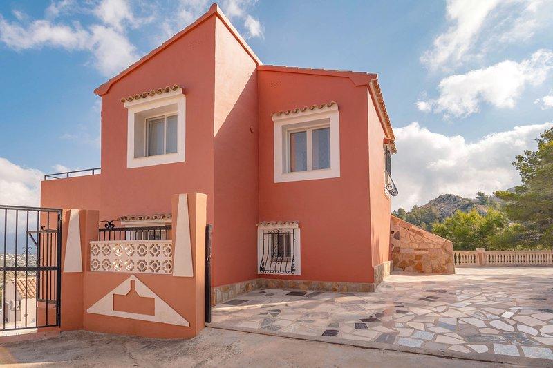 Casa El Pinaret - Spanish villa with panoramic views, location de vacances à Benitachell