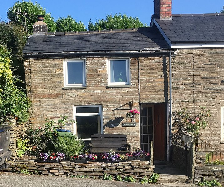 Cosy Quarryman's Cottage, Llan Ffestiniog, Snowdonia National Park, vacation rental in Gellilydan