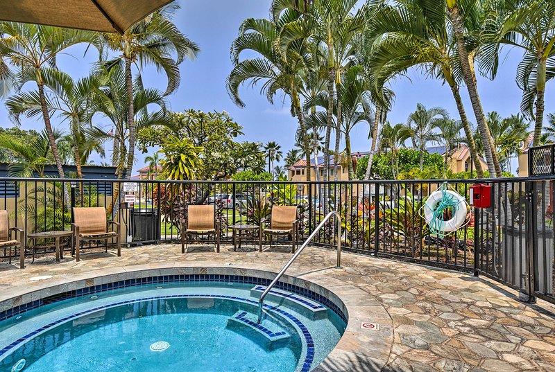 Esplora la bellezza di Kailua-Kona da questo condominio per le vacanze in resort.