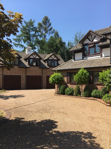 Entire large apartment,Private Estate separate from mansion home with own entrance.