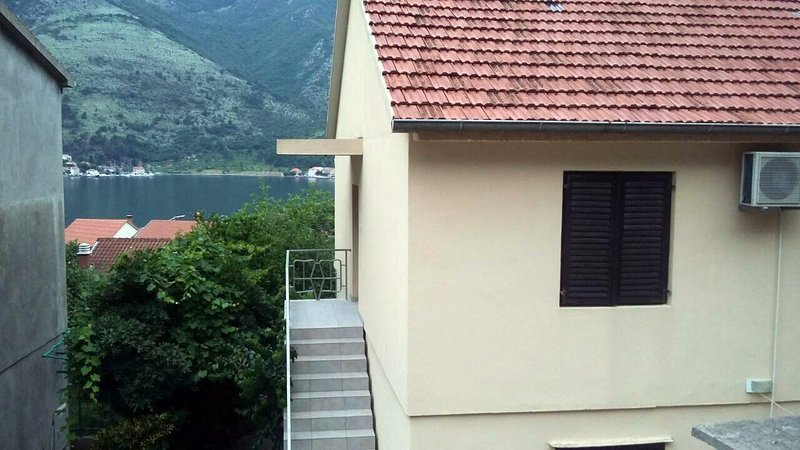Spacious home with terrace and view on Kotor Bay in a quiet place near the sea., vakantiewoning in Gemeente Kotor