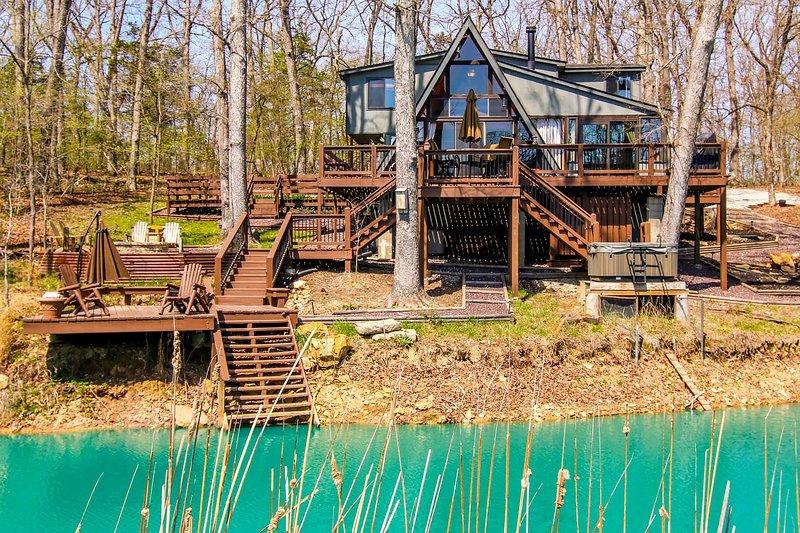 ¡Encuentra tu paraíso en Innsbrook en esta acogedora cabaña junto al lago!