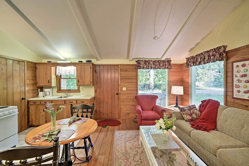 Fall in love with 'Cedar Cottage' located in the heart of Ephraim.