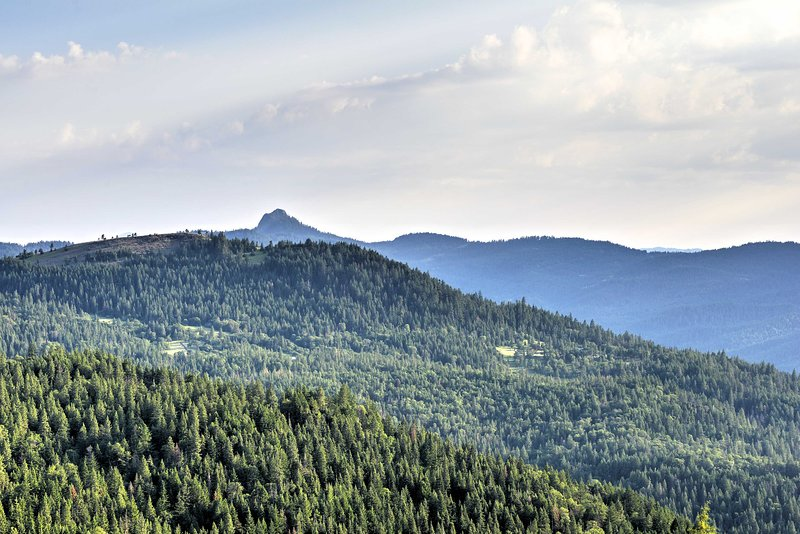 Cette cabane est située à l'intérieur du monument national Cascade Siskiyou.
