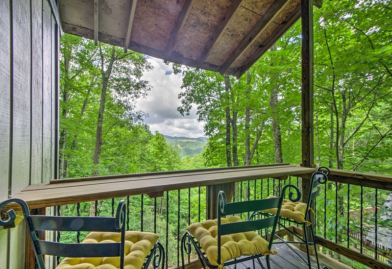 This property accommodates 9, offering 4 private bedrooms and 3.5 bathrooms.
