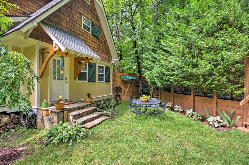 Explore the mountain town of Saluda from this vacation rental cottage.