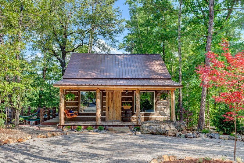 Dock Holiday at Fox Pass Cabins, holiday rental in Fountain Lake