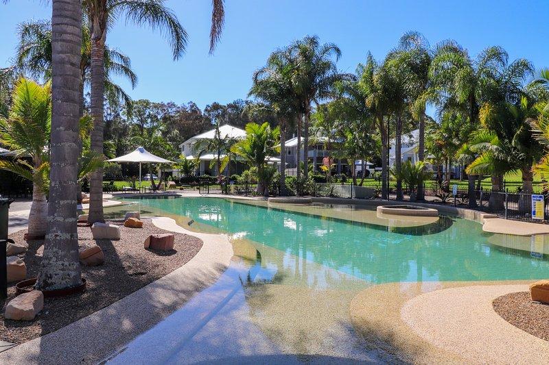 Uma das três piscinas do resort
