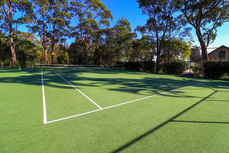 Un des trois courts de tennis en taille réelle